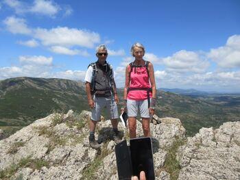 Un couple heureux au sommet du Fumai