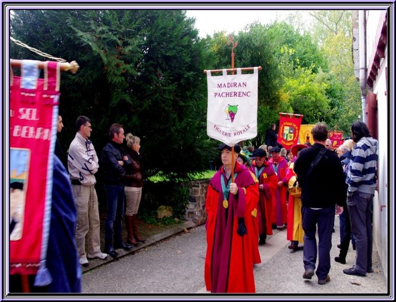 Suite de la Fête du piment à Espelette Quelques confréries participantes et leurs bannières