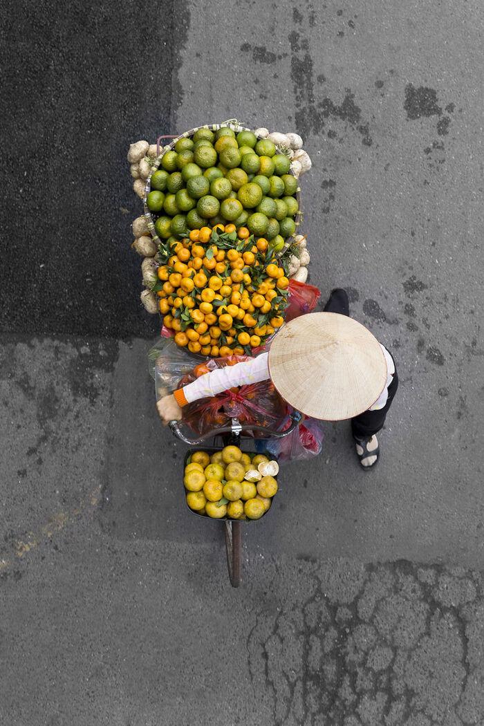 I Spend Days On Bridges To Take Images Of Roaming Vendors