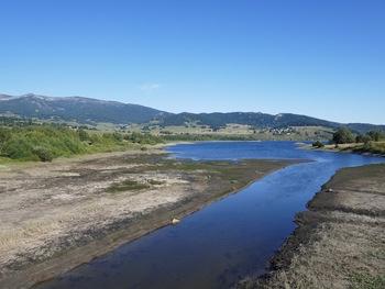 Passage en rive gauche du lac
