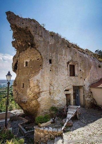 Les maisons des fées sardes ...