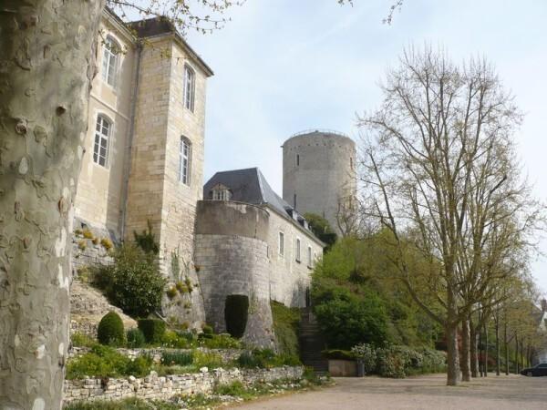 Issoudun-Remparts ancien-château