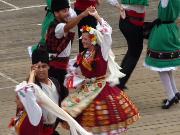 Jour 9 - Plovdiv - Danses folkloriques Jeunes fill-copie-1
