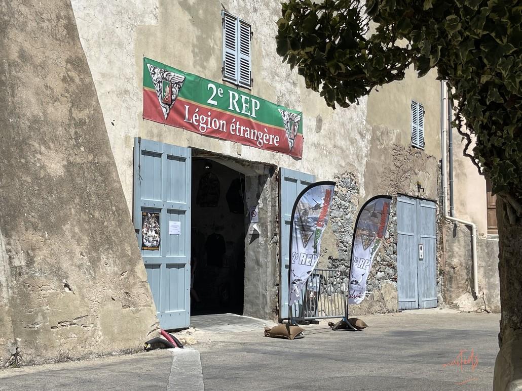 Dans les rues de la citadelle de Calvi