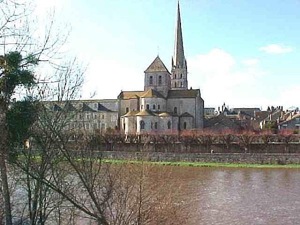 Abbaye-de-Saint-savin-dans-le-Poitou.jpg