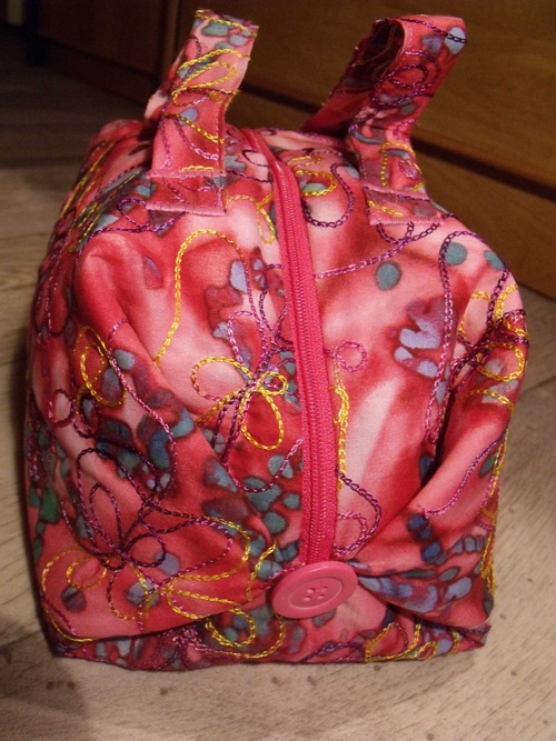 Sac valisette brodé rose