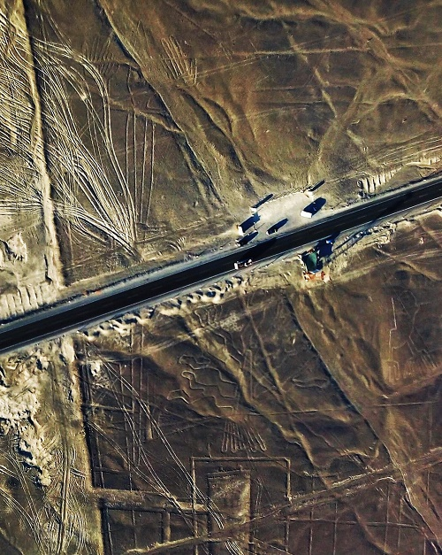autoroute pan americana traversant les lignes de Nazca