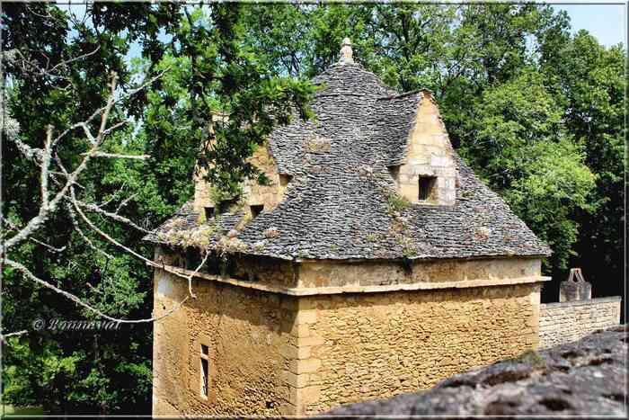 Château de Beynac Dordogne  Pigeonnier du voisinage