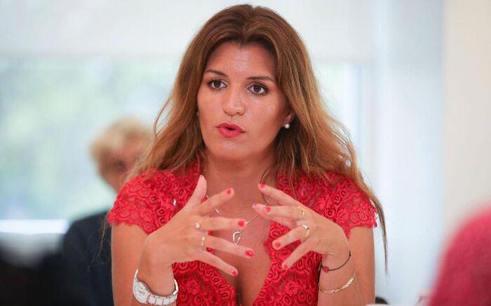 Schiappa veut «accélérer la naturalisation» des étrangers «en première ligne pendant le confinement»