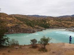 La confluence entre le rio Baker (bleu) et le rio Nef (marron vert)