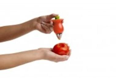 La pince pour retirer le pédoncule des tomates