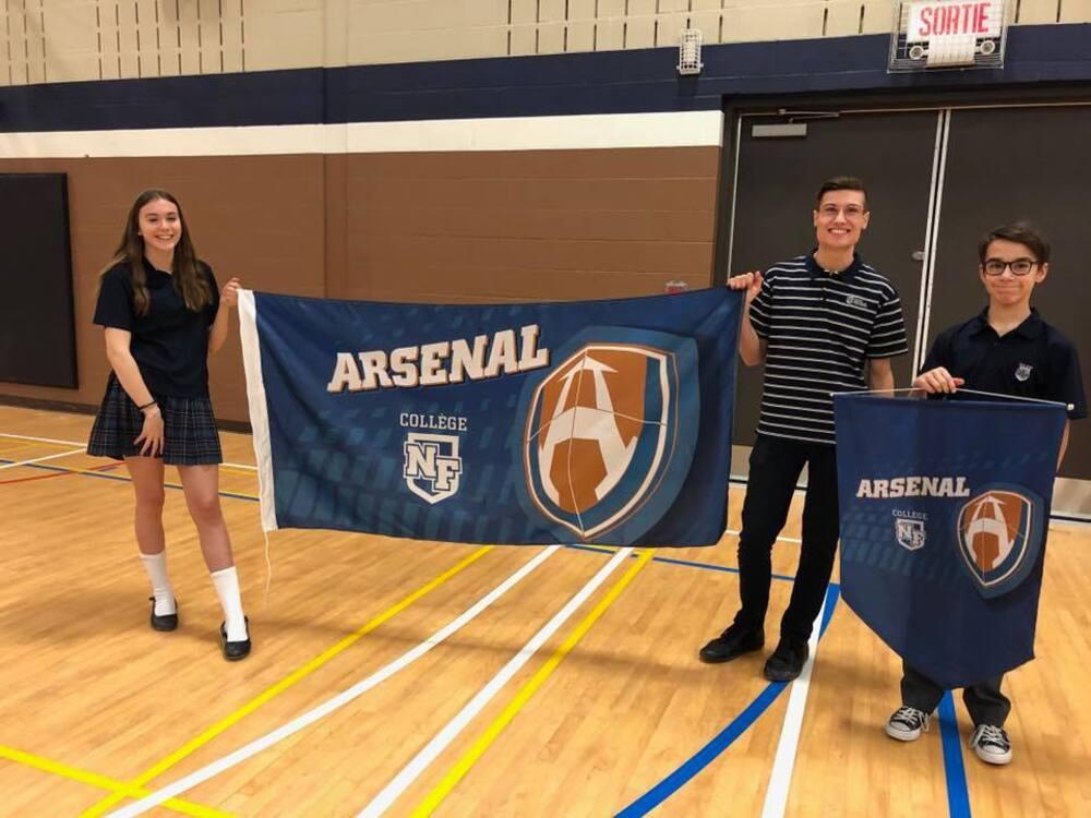 Dévoilement des drapeaux du Collège Nouvelles Frontières et de l'Arsenal
