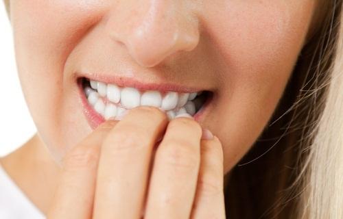 Pourquoi est-il dangereux de se ronger les ongles  ?