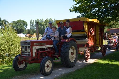 Des vieux tracteurs