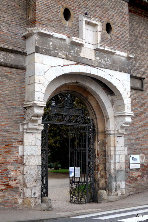 Toulouse : porte du jardin des plantes (n1)