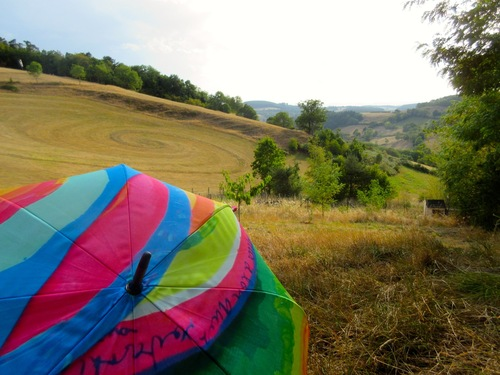 Land art et parapluies Poiré Guallino