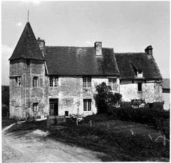 LES REMPARTS DE COUDEHARD (Orne)