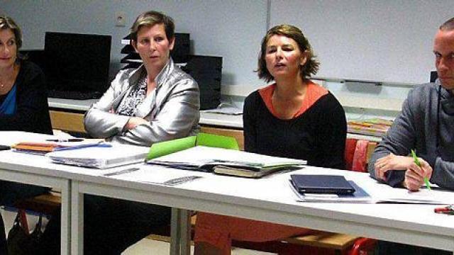 De gauche à droite, le bureau sortant : Luce Derrien, Emmanuelle Zeppieri, Nathalie Garel et Nicolas Jeulin, chef d'établissement.
