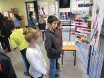 Visite de l'exposition de dessins à la maternelle Dolto