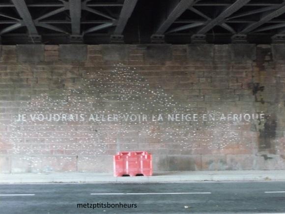 On écrit sur les murs....