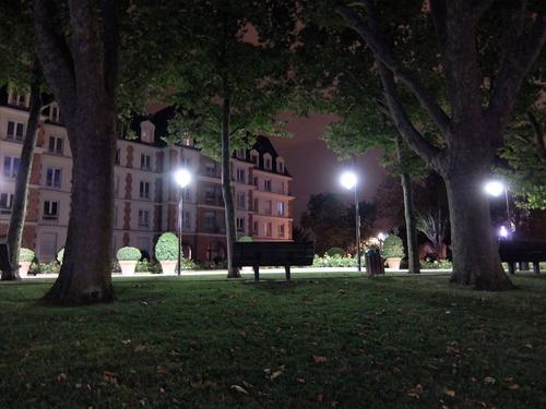 ... une ville la nuit