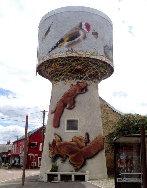 Grâce à Thibaud Coron le château d'eau de Montliot est devenu une oeuvre d'art !