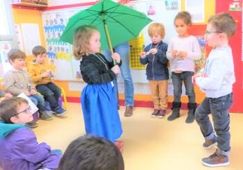 Théâtre  dans la classe des petits