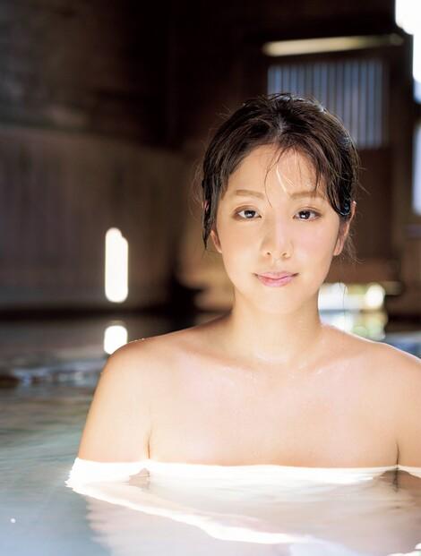 WEB Magazine : ( [FRIDAY Digital - Gravure] -  FRIDAY - 27/03/2020 - Anna Hongo : 本郷杏奈 『ゴッドタン』で人気を集めた28歳が1st写真集で魅せた本気のSEXY  )