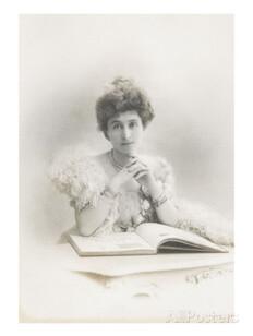 Valentine Piccioni assise derrière une tabe, sur laquelle est ouvert un livre Stretched Canvas Print