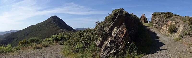 * COLLIOURE la Madeloc depuis le Col de la Serra