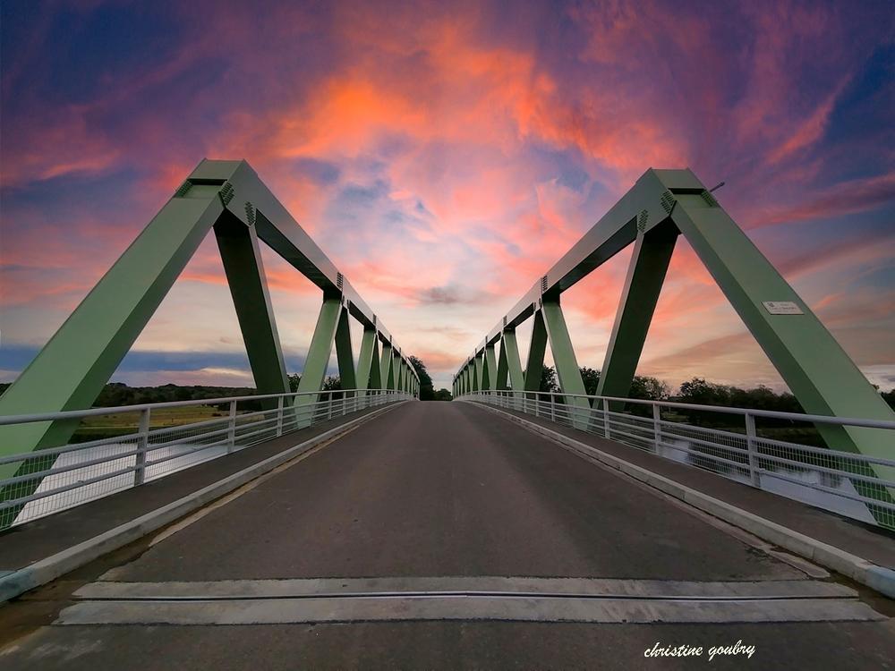 Un pont c'est tout ....