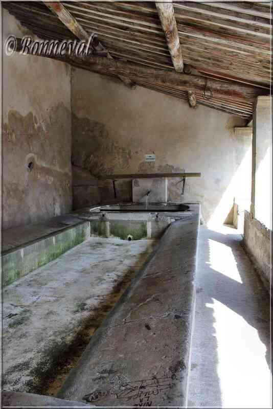 Lavoir de la rue Sous les Campanes Lauris Vaucluse