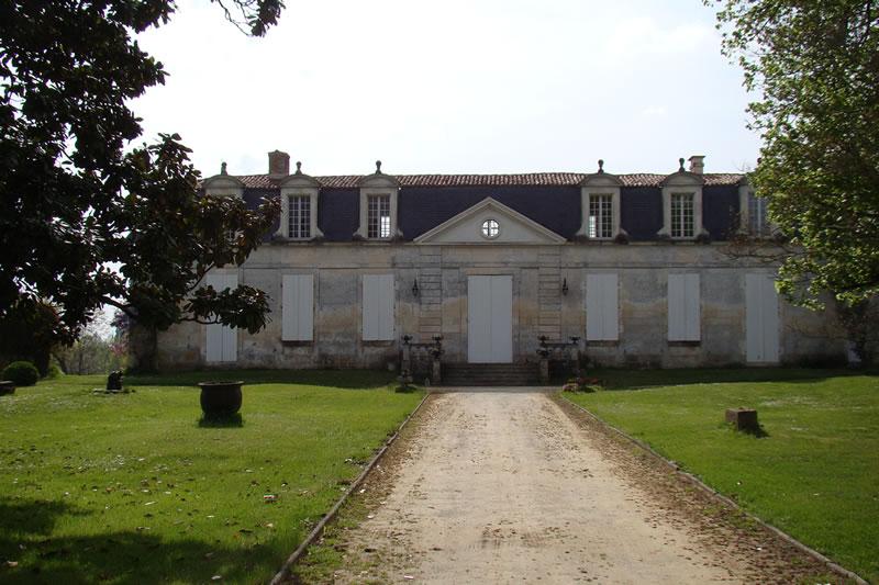 Photo du Monument Historique Logis de Vallade situé à Rétaud