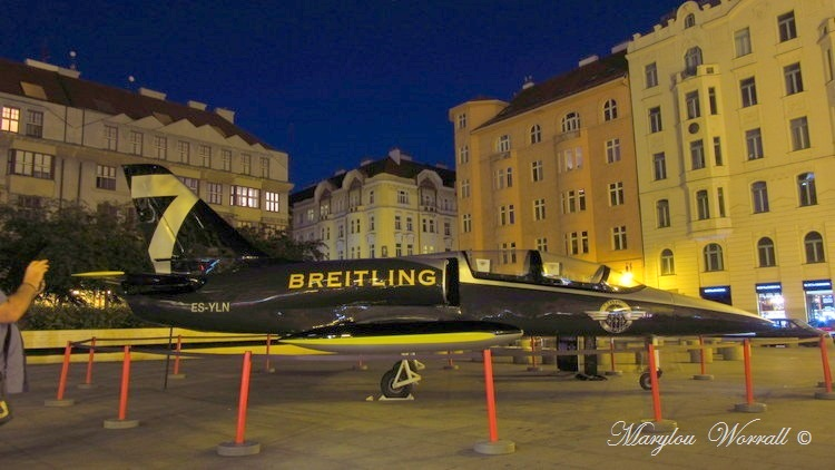 Prague : Avion de chasse en ville