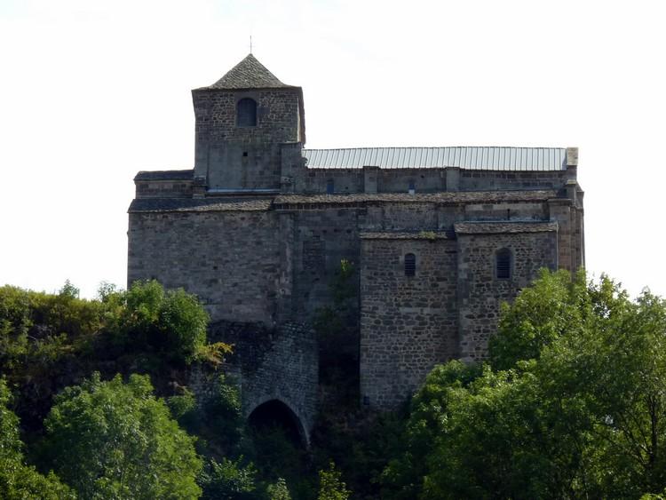 Église depuis la vallée