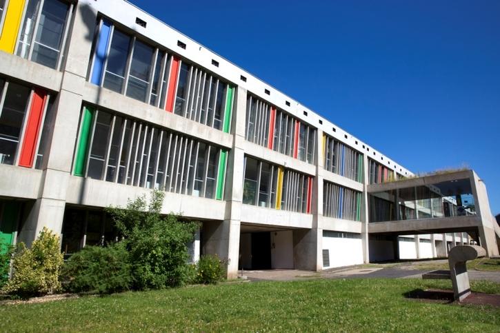 immeuble avec façade colorée de Le Corbusier à Firminy