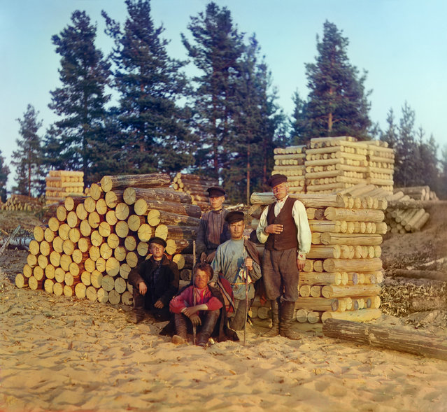 Photos by Sergey Prokudin-Gorsky. Woodcutters on the Svir River. Russia, Olonets province, county Vytegra, 1909