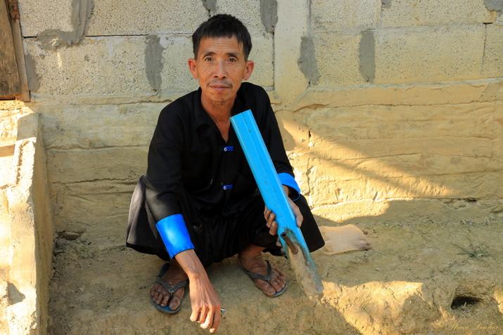 Tenues traditionnelles des minorités du Nord Laos