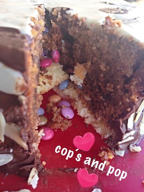 ♥♥ Gâteau pinata Tchoupi: pralinoise et noix de coco ♥♥