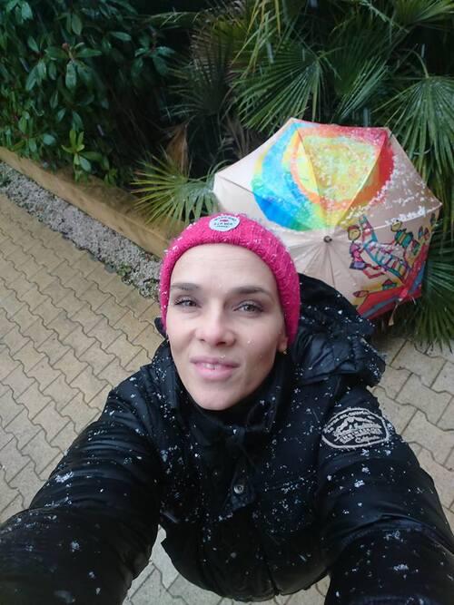 Parapluies sous la neige