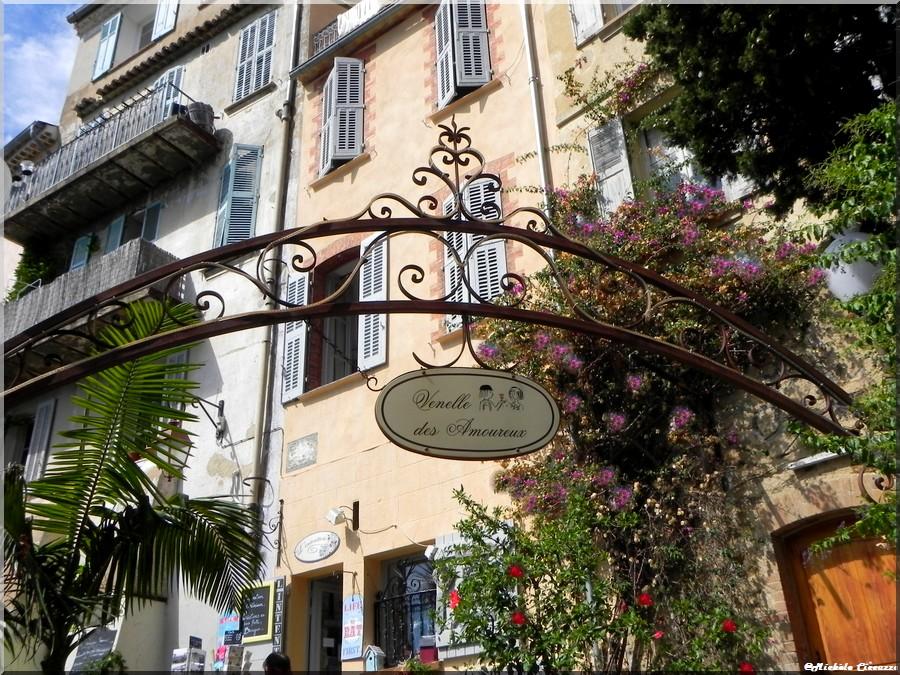Ruelles et boutiques de Bormes les mimosas (83 Var)