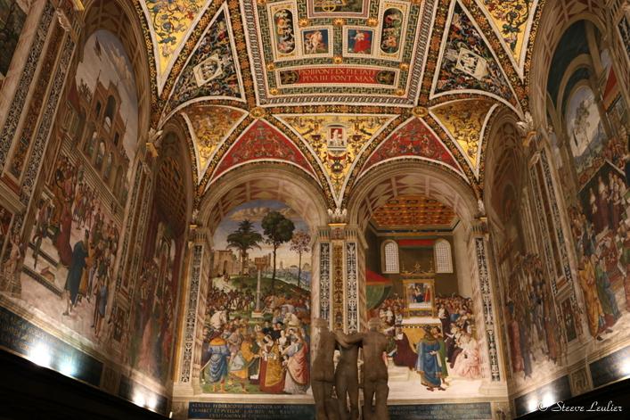 La bibliothèque Piccolomini
