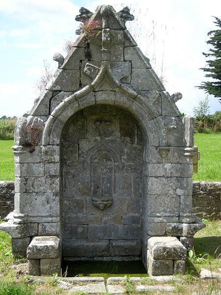 File:Fontaine Saint Méen Ploemel.jpg