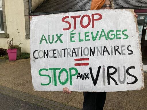 Une des pancarte brandie à Langoëlan (Morbihan) lors de la manifestation contre es élevages intensifs