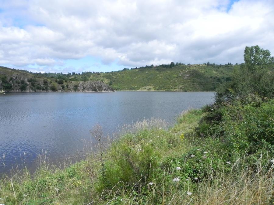 Le village de Villerest et le lac