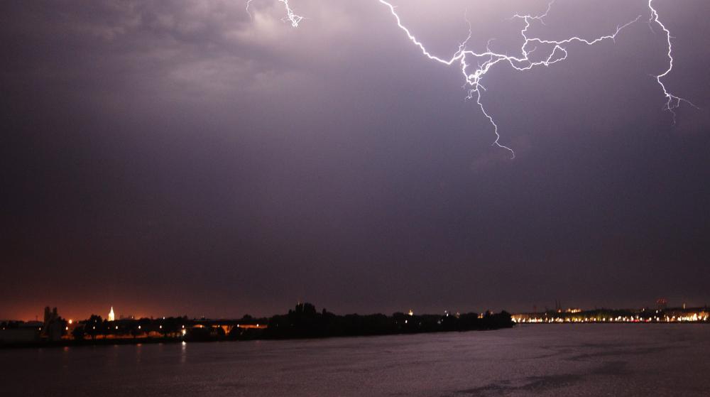 Des orages à Bordeaux (Gironde), le 18 juillet 2014.