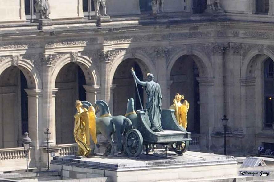 DSC2765-quadrige-gros-plan carrousel du Louvre de dessus