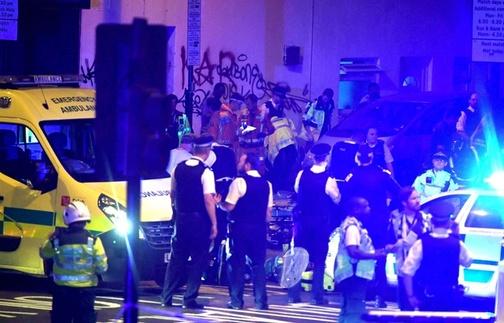 La police et les secours dans le quartier de Finsbury Park, à Londres, où un véhicule a fauché plusieurs passants, le 18 juin 2017.