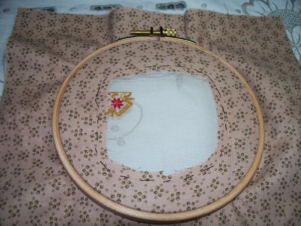 Montage de la gaze de soie sur un tambour