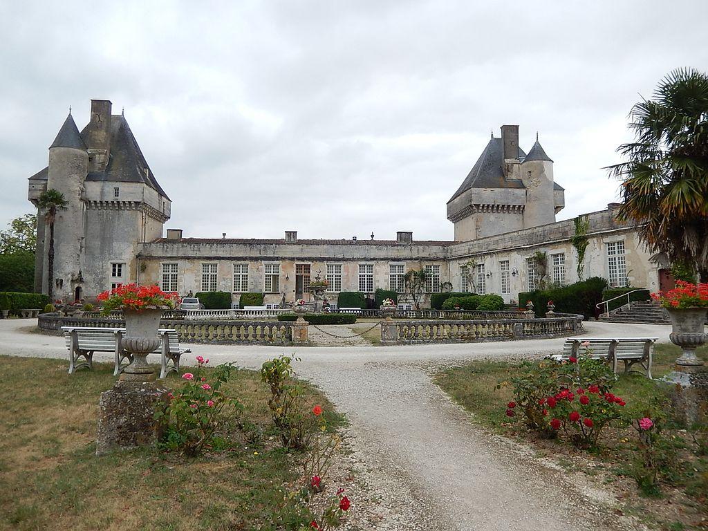 FR 17 Saint-Pierre-de-l'Isle - Le château de Mornay 02.jpg
